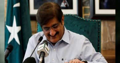 speaking-to-imran-khan-is-like-conversing-with-deaf-says-sindh-cm